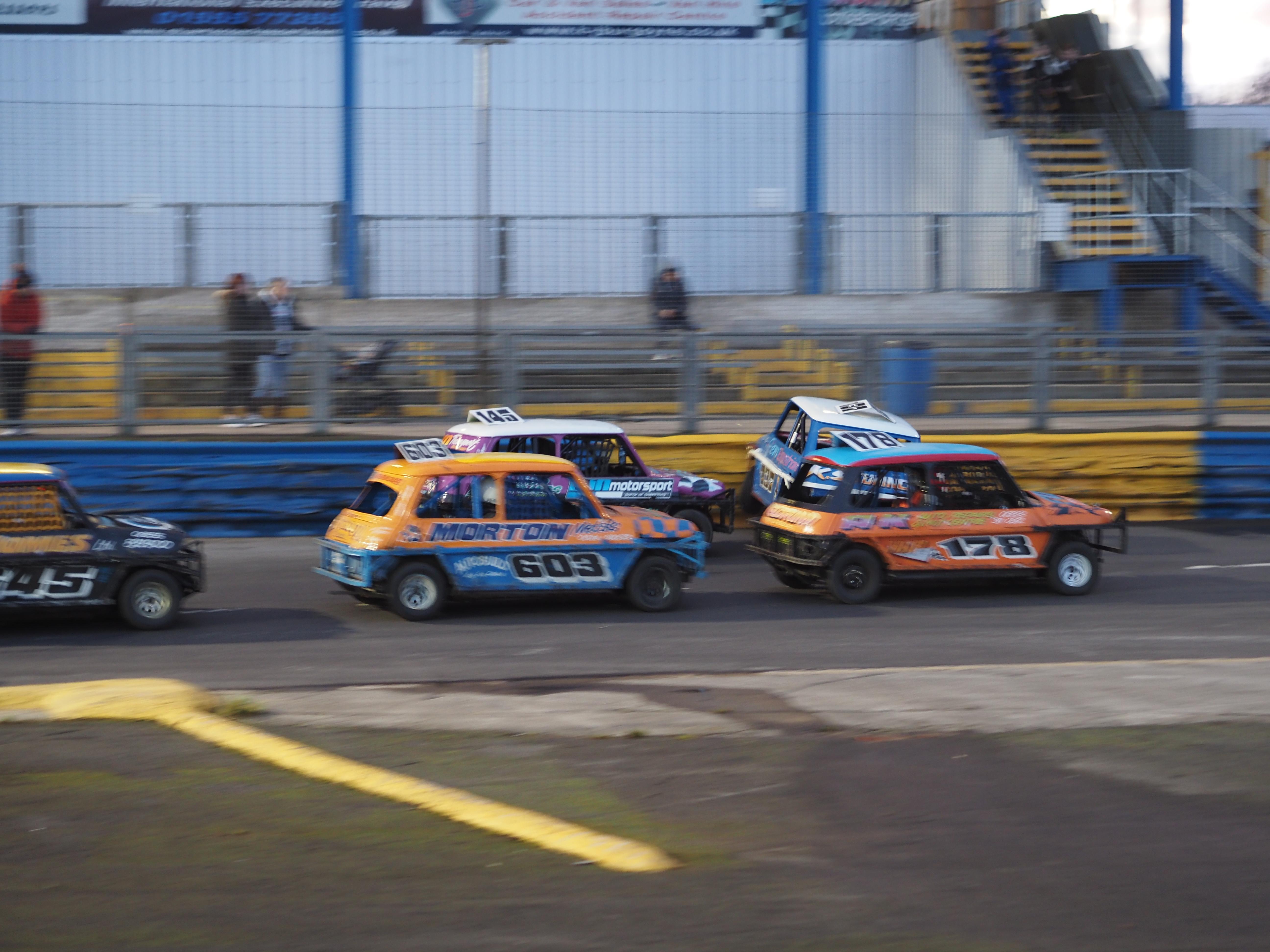 Racing Resumes at Lochgelly Raceway